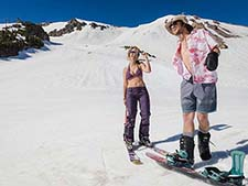 mammoth lake skiers